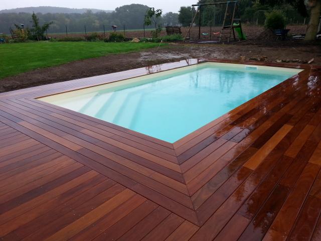 C lestine 7 piscine fond plat volet roulant ariane for Accessoire piscine 68