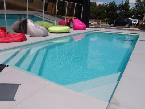 C lestine 10 piscine fond plat volet roulant ariane for Accessoire piscine 68